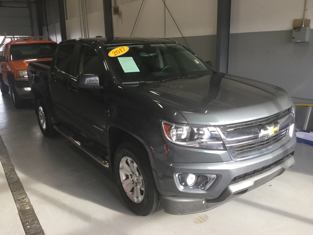 pre-owned 2017 chevrolet colorado lt 4d crew cab in taylorsville