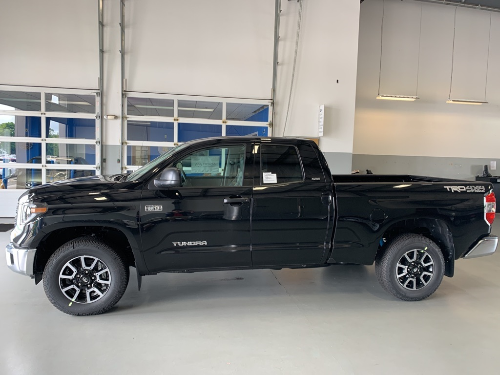 New 2019 Toyota Tundra SR5 4D Double Cab 4WD